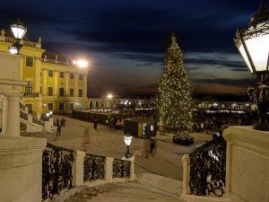 Kultur- und Weihnachtsmarkt vor dem Schloß Schönbrunn